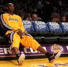 Kobe On Bench Kobe Bryant Kobe Bryant Wallpaper Bryant Lakers