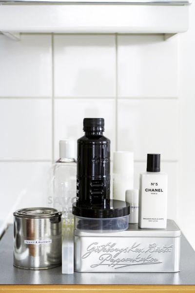 RE - PURPOSE ___Re-use old bottles & jars to Store or to Decorate. WEBSITE: Scandinavian Deko.