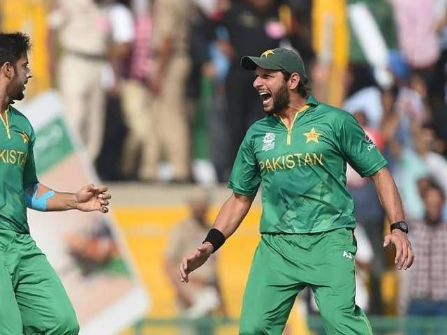 Ian Chappell praises Afridi's 'not fit to be captain' confession - The Express Tribune