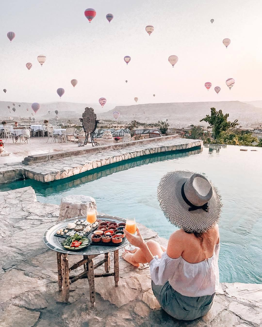 Pool with hot air balloons! Travel inspiration
