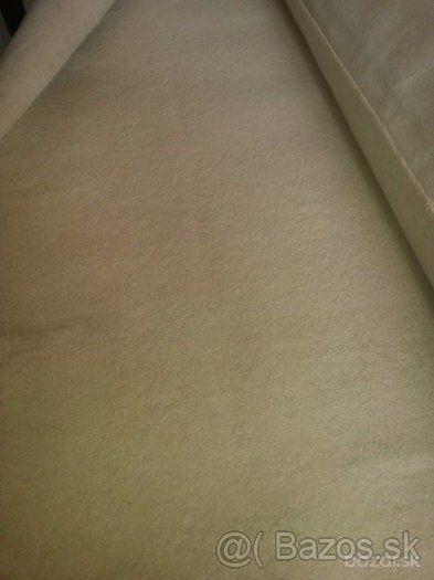 Predám pravidelne tepovaný béžový koberec - 1
