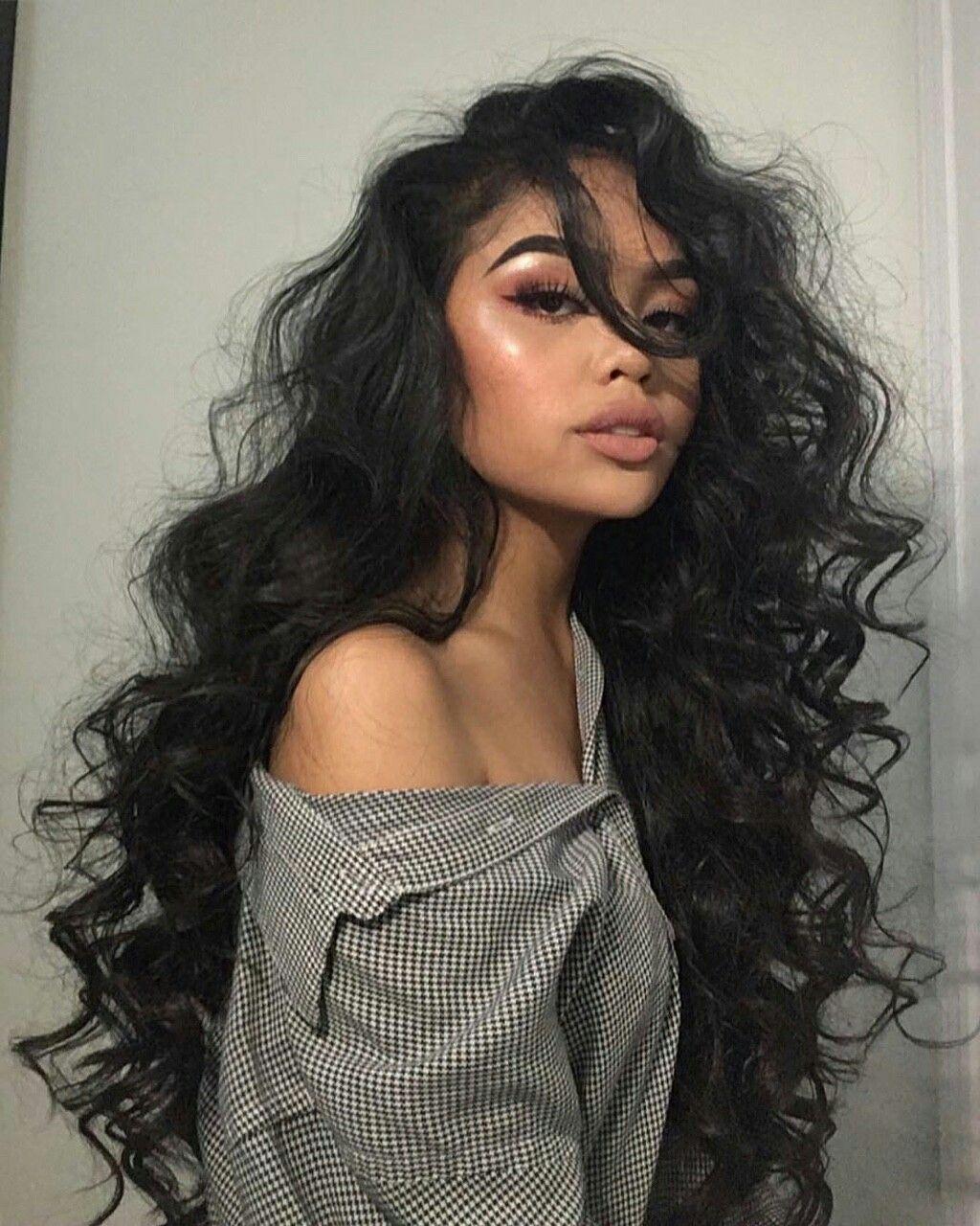 Ik Heb Deze Foto Gekozen Omdat Mia Haar Zelf Beschrijft Met Zwarte Lange Krullen Hair Styles Curly Hair Styles Naturally Curly Hair Styles
