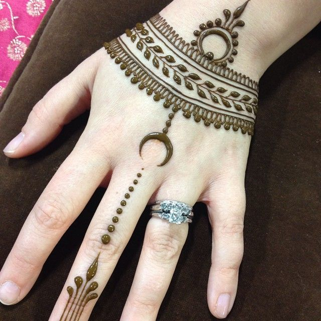 Crescent Moon Henna Design Hand Art Henna Designs Henna Mehndi