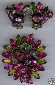 JULIANA GORGEOUS VINTAGE HOT PINK & OLIVE GREEN RHINESTONE PIN & EARRINGS SET