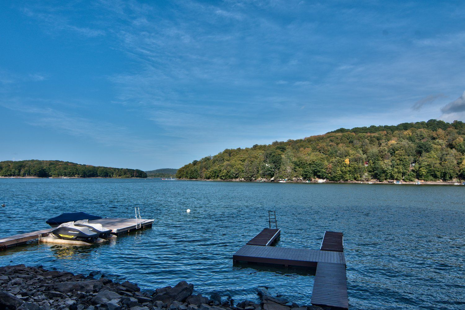 Bring your boat or rent one for your vacation in lake