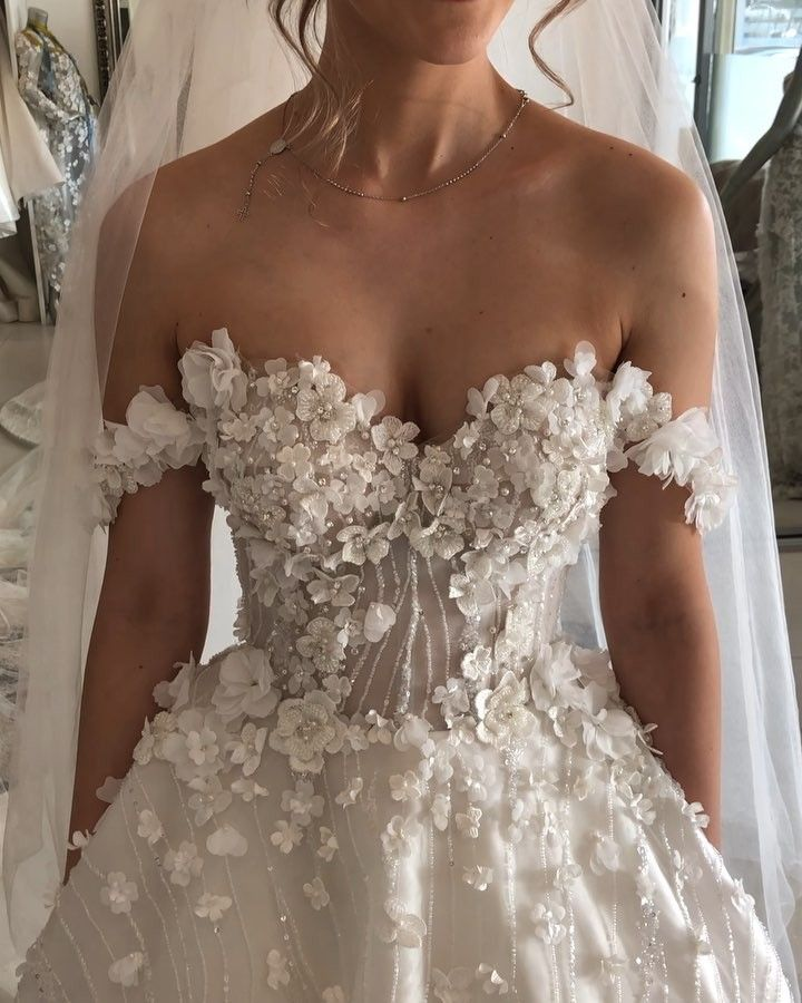 Stunning wedding dress with amazing details – N O R M A + L I L I