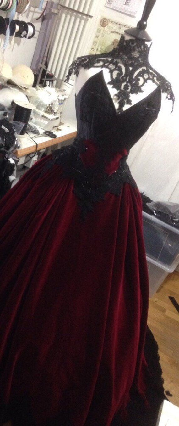 Gothic Customgown with velvet and lace decorations #gothclothes