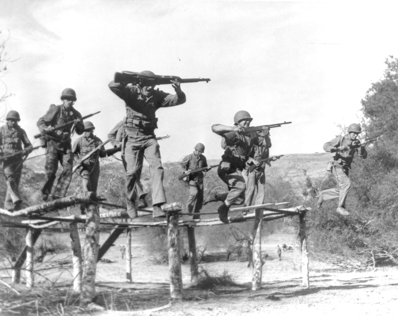 Marine Raiders conduct training. | Commando | Marine ...