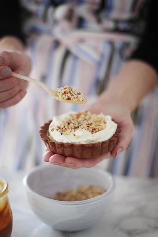 Fräulein Klein : Erdnuss-Cheesecaketarte mit Karamell • Erdnussbutter Cups mit Karamell • Kauniste