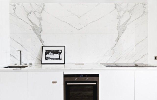 bialy+marmur+na+sciane+kuchenna.jpg (640×410)