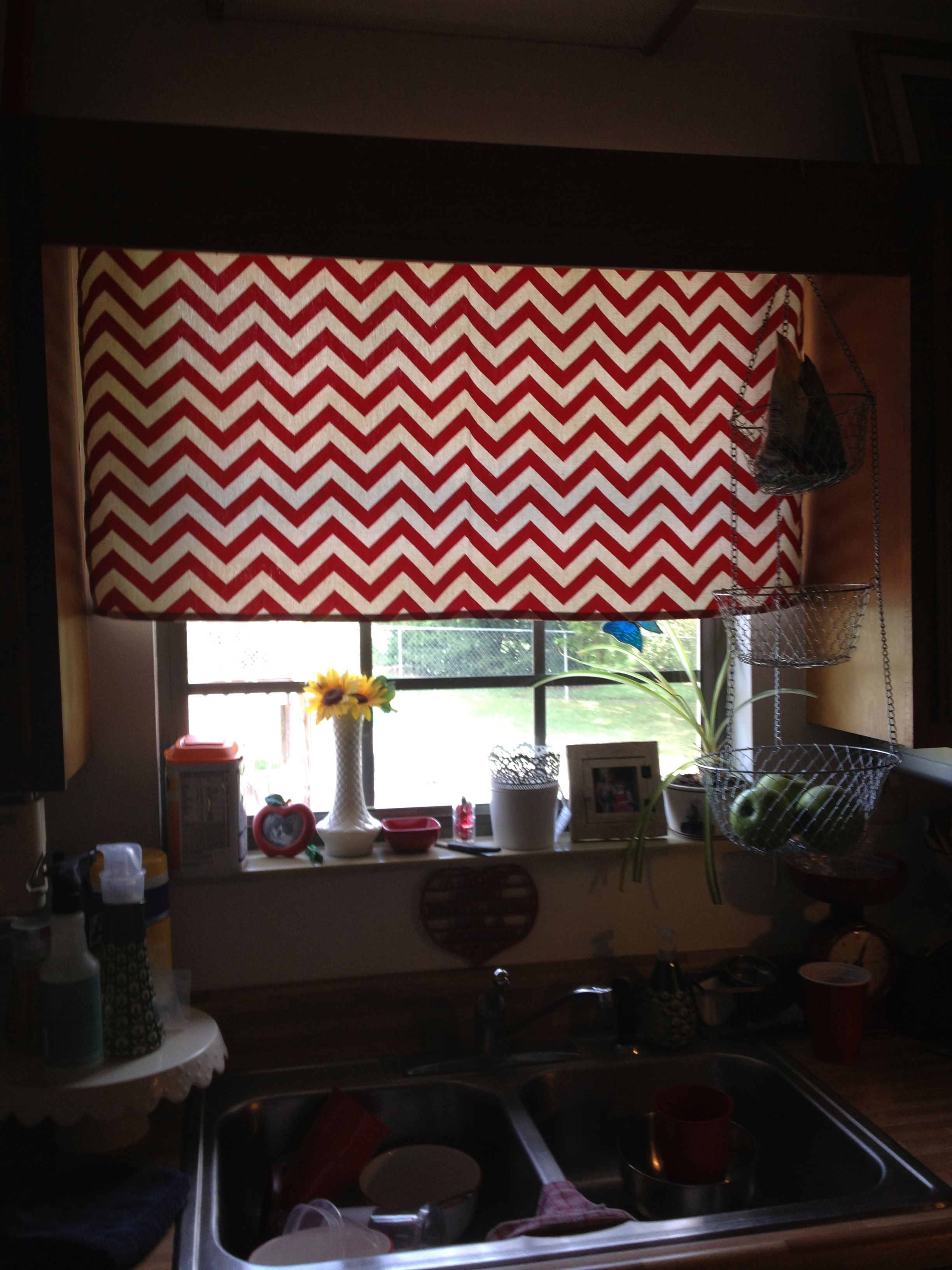 Charmant Kitchen Curtains In Red Chevron :)