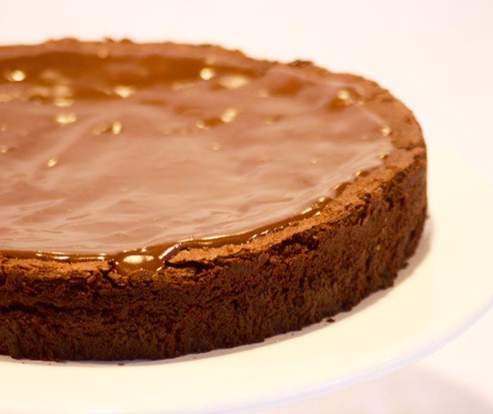 Le Gateau - Surpreendente bolo sem farinha, feito com um blend de chocolate exclusivo que derrete na boca. Dica: esquente no microondas antes de servir.