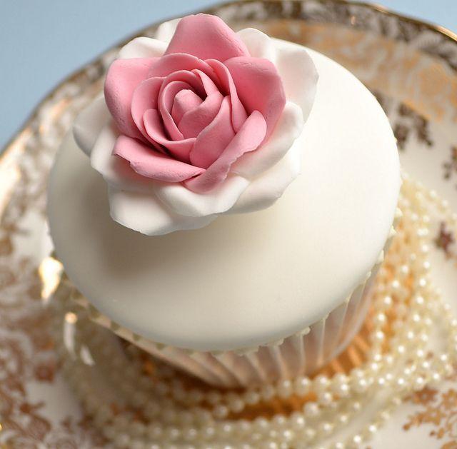 Vintage new bride cupcakes