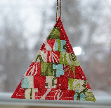 Quilt Christmas Ornaments! 17 Projects to Hang on Your Tree ... : how to make quilted christmas ornaments - Adamdwight.com