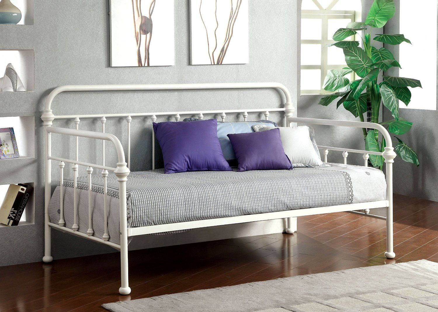 Amazon Com Furniture Of America Florian Metal Daybed Vintage White Metal Daybed Metal Daybed With Trundle Daybed With Trundle