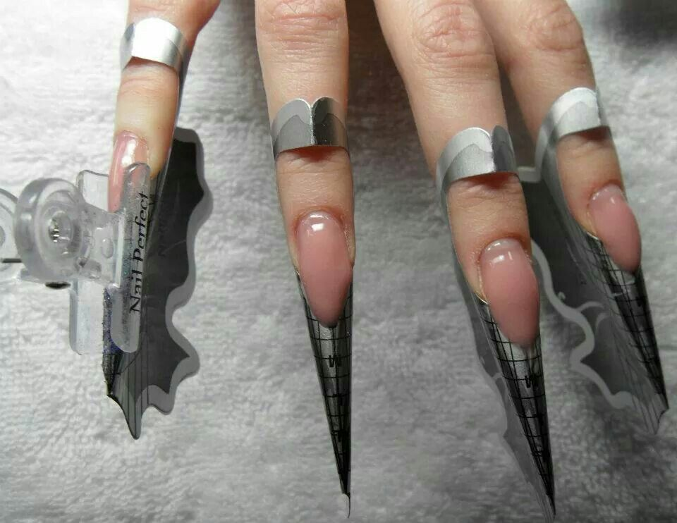 Nail perfect sculpting forms and pinching clamp for
