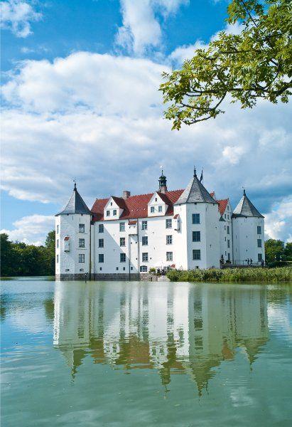 Herrenhauser An Der Ostsee Deutschland Burgen Schloss Glucksburg Burgen Und Schlosser