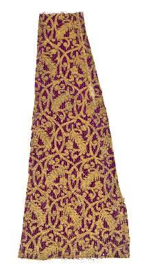 Tejido seda y oro decoración floral estilizada atribuida a Italia S.XVI al XVII  Identifier CE009432FMUS_MT_ Size Longitud = 46,30 cm, Anchura = 20 cm Object Type fabric CER.ES: Red Digital de Colecciones de museos de España