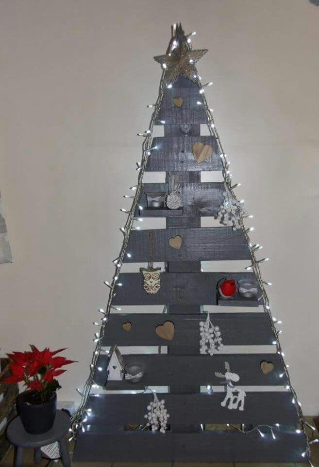 Sapin de Noël fait maison avec une palette en bois Patricia Raison - tour a bois fait maison