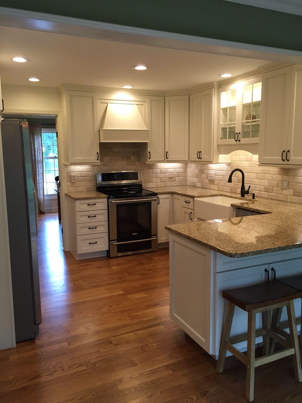 Prosource Wholesale Cincinnati White Diamond Cabinets With Site Finished White Oak Hardwood Flo White Oak Hardwood Floors Kitchen Remodel Oak Hardwood Flooring