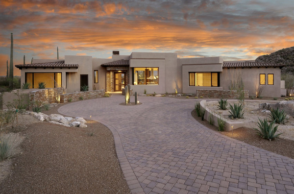 This Modern Desert Structure Features Interiors By Tucson Az Based Andrea Wachs Interior Design See M Exterior Design Southwest House Exterior House Colors