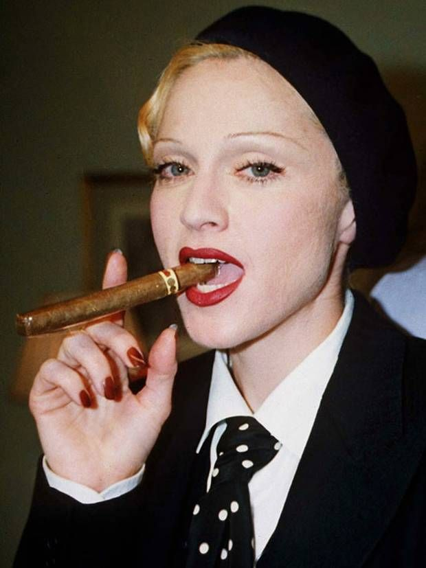 12 Celebrities Who Smoke | StyleCaster