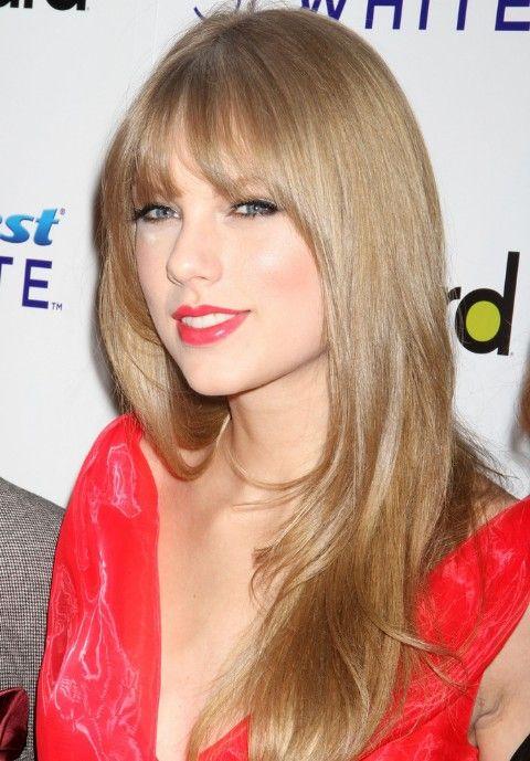 Taylor Swift Long Blonde Straight Hairstyle With Bangs Color De Pelo Peinados Color De Cabello