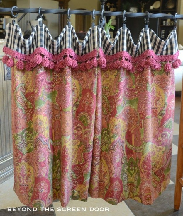 Floral With Black Check Handkerchief Valance And Cafe