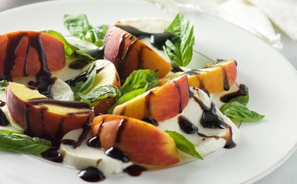 Sweet+Peach+Caprese+Salad