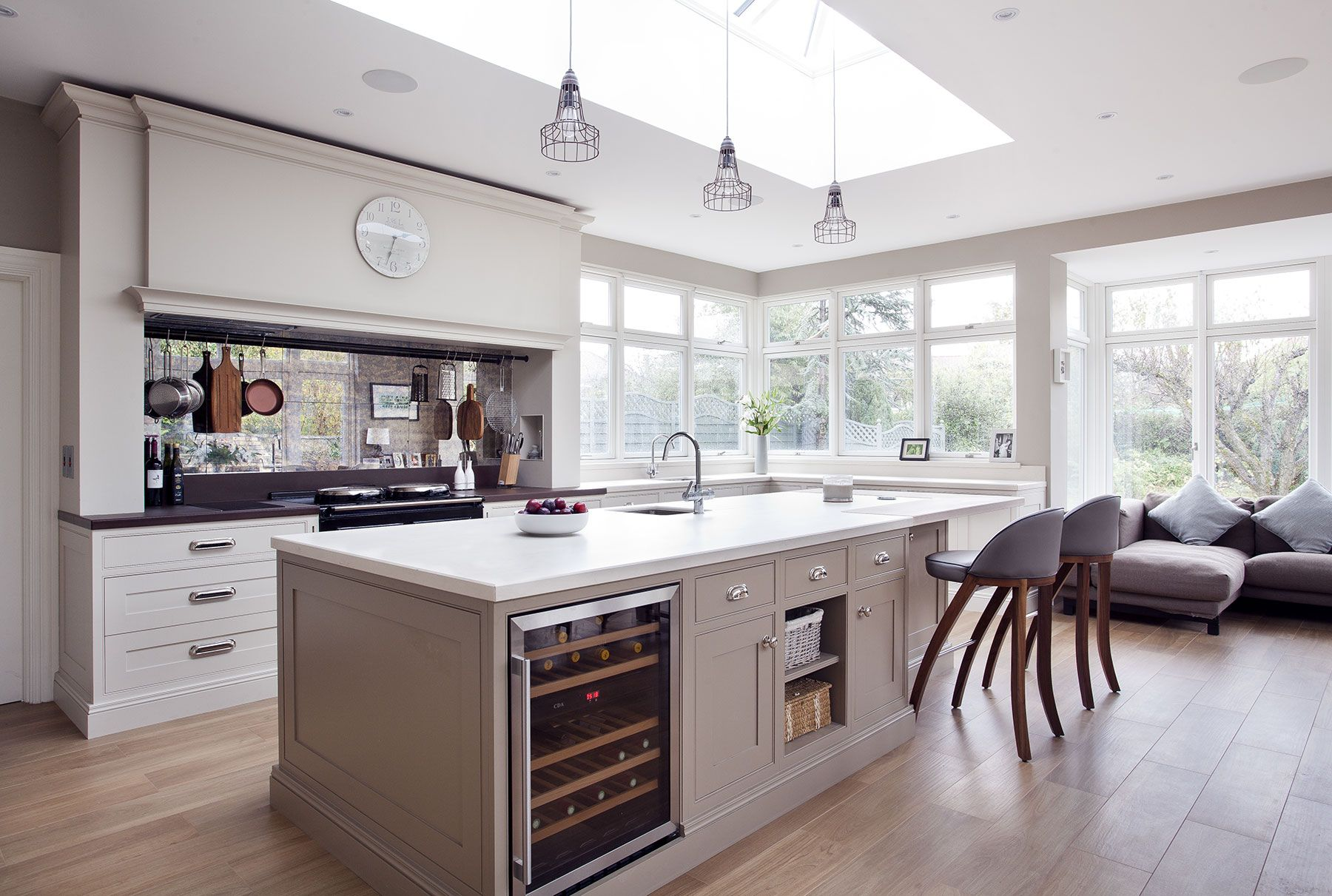 Handmade kitchen finished in Farrow & Ball and Little Greene paints ...