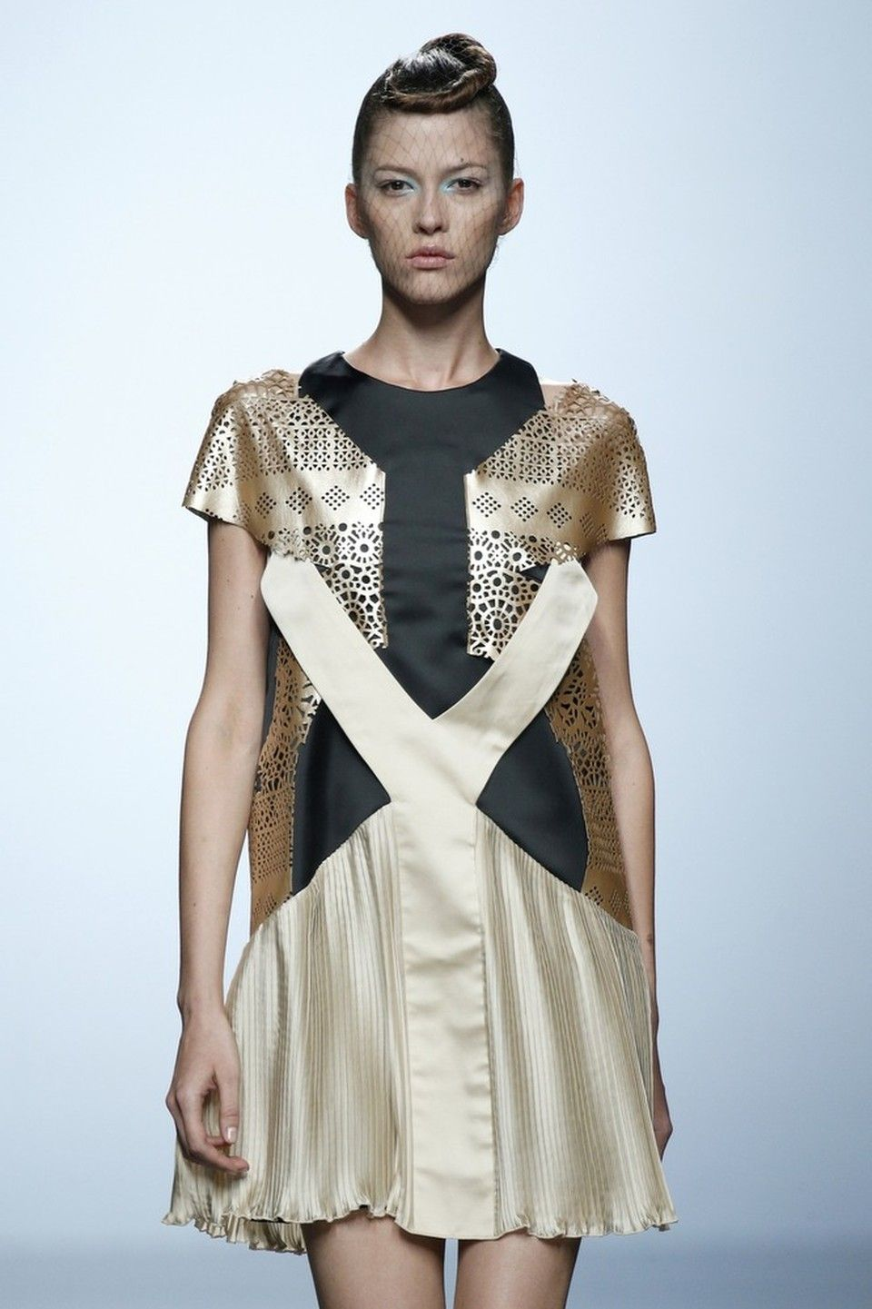 Tima by LEYRE VALIENTE  #dress #gold #betosee #fashion