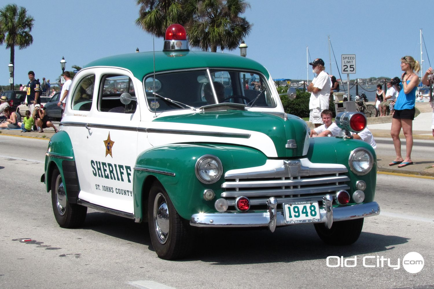 Old school police car in the Easter parade. | POLICE CARZ ...
