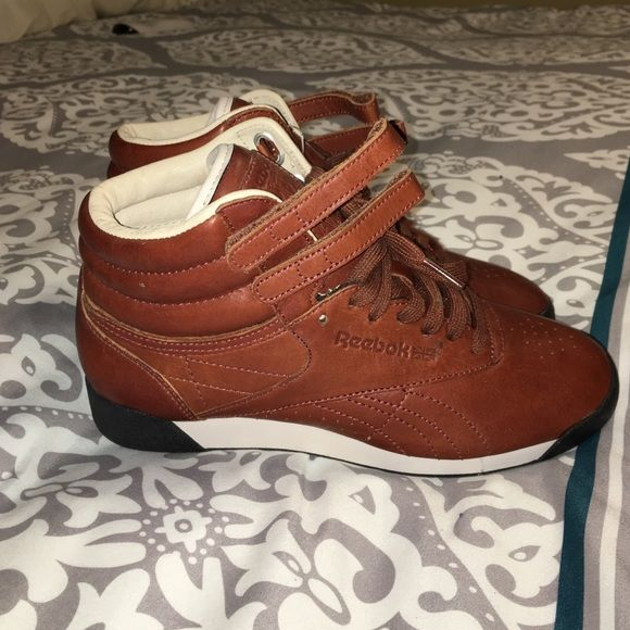 38c5a11462 Reebok Classic Sneakers Cognac brown leather classic freestyle high ...