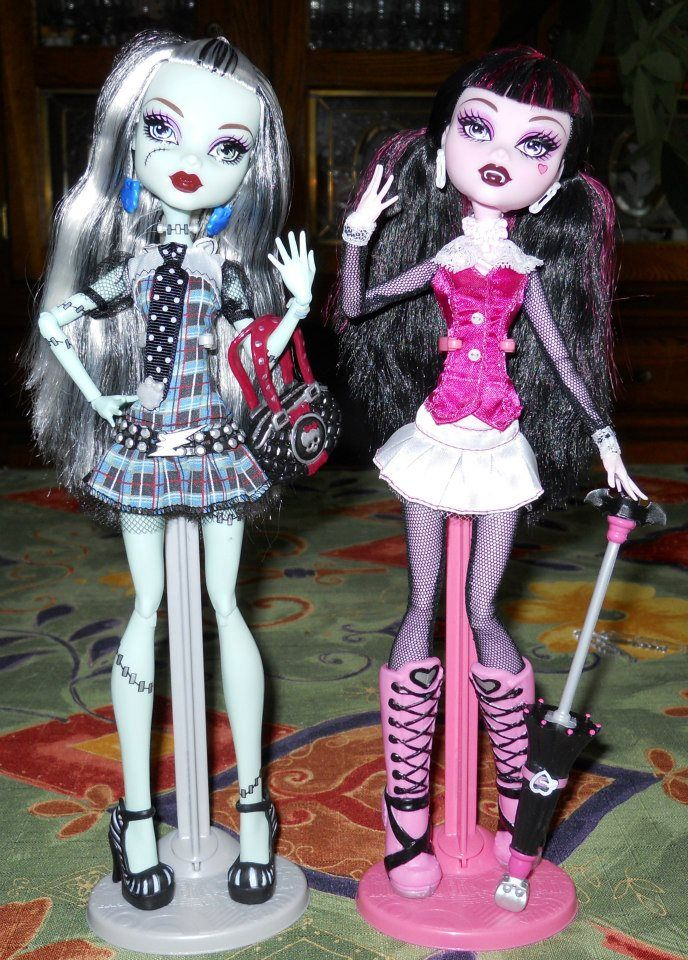Monster High Frankie Stein And Draculaura Monster High Dolls Barbie Dolls Monster High