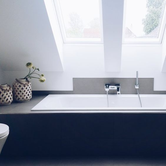Badezimmer mit Sternenhimmel   Badezimmer dachschräge, Badezimmer mit schräge, Kleines haus ...
