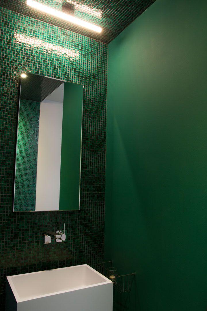 Farbe im Bad // Grünes Glasmosaik und eine Lampe von Top Light - Bad ...