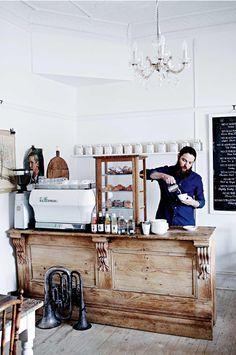Blanc Ceruse Et Patines Salon De The Poets Ode Handorf En Australie Salon De The Decorations De Bar Idee Deco Restaurant