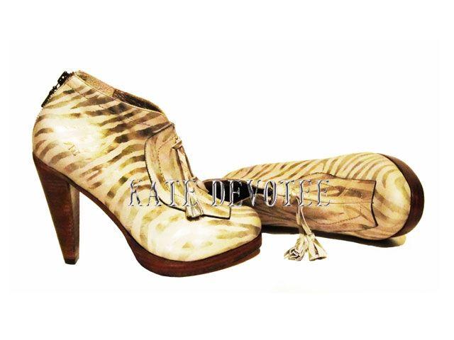 Zapato Cebra Beige  Kate Devotee   Colección Animal Print 2013    $80000     Visita nuestra Tienda Online:  www.katedevotee.cl  www.katedevotee.blogspot.com  Síguenos en Facebook  y Twitter