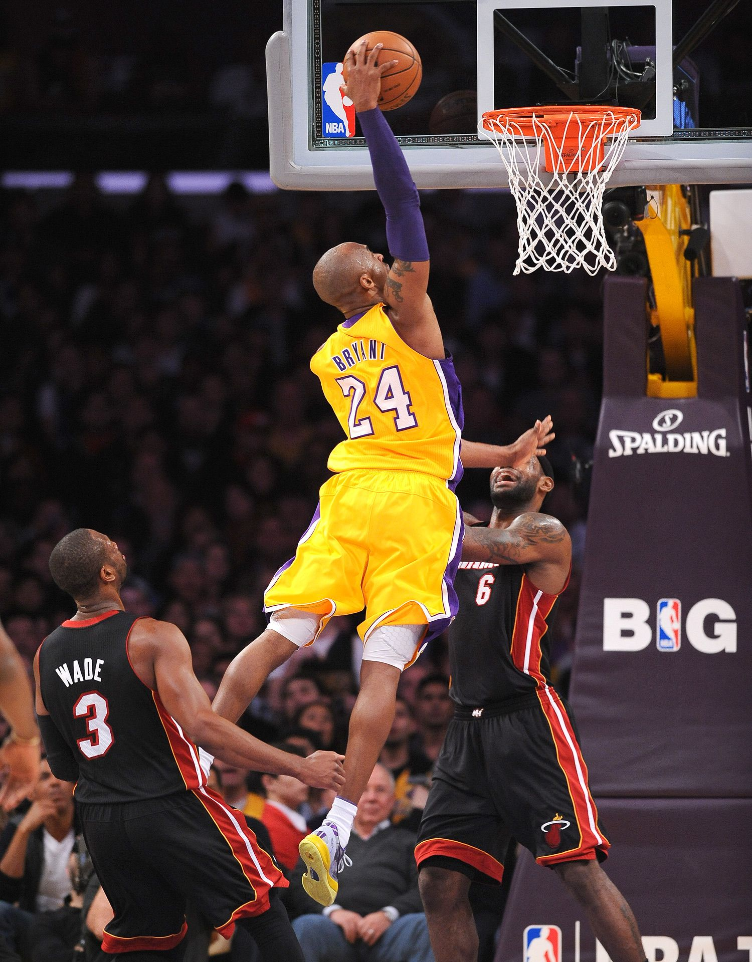 Hdwalli Com Kobe Bryant Wallpaper Kobe Bryant Dunk Kobe Bryant Pictures
