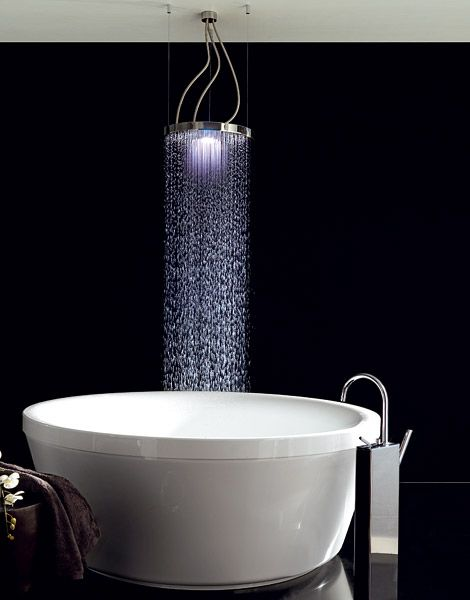 Zucchetti Oversized Showerhead XL Z94 Suspended Over Bathtub