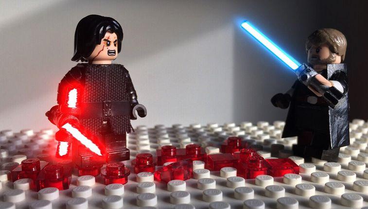 Kylo Ren Vs Luke Skywalker On Crait Star Wars The Last Jedi Lukeskywalker Kyloren Benswolo Bensolo St Luke Skywalker Lego Star Wars Memes Lego Star Wars