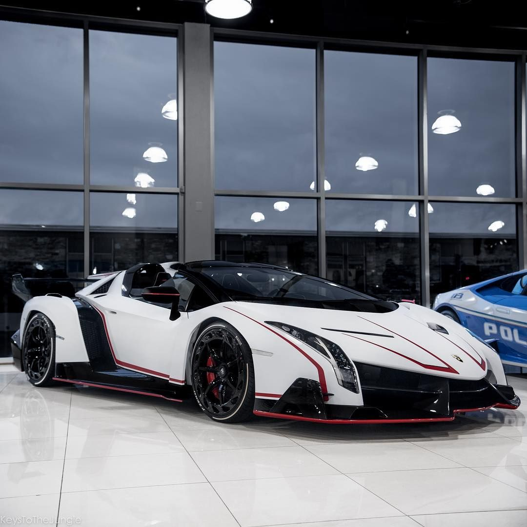 Bugatti Veyron Roadster: Lamborghini Veneno Roadster