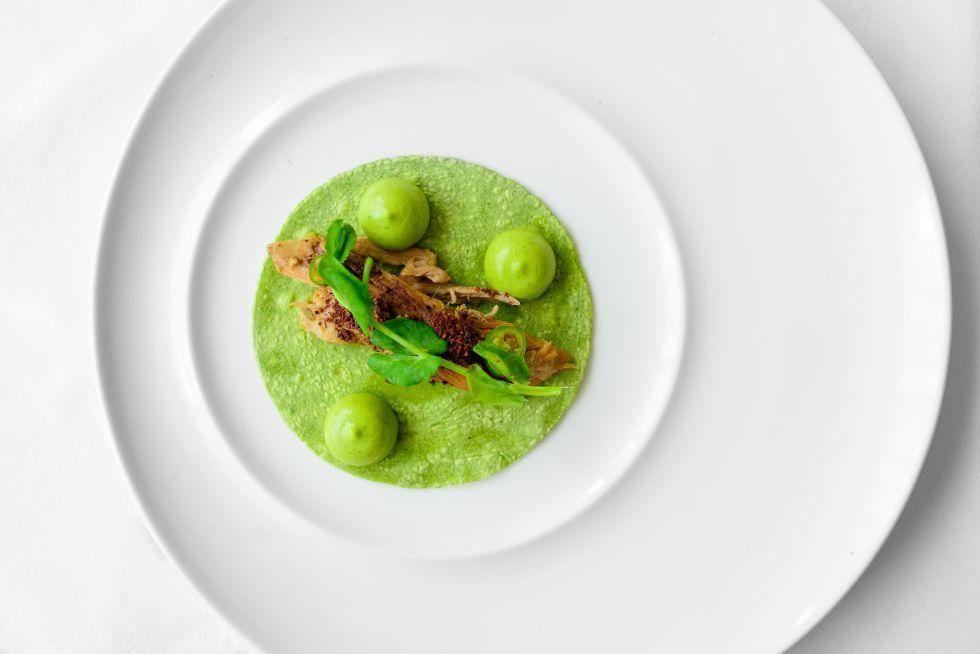 Platos del chef Enrique Olvera en el restaurante Pujol, en México DF.  La gastronomía ya es un patrimonio global. Sin embargo, no hay mayor placer que descubrir estos sabores genuinos en su lugar de origen.