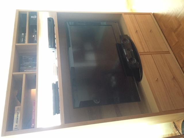 Vends meuble TV  Vends meuble TV en bon état Couleur pin clair - Meuble Tv Avec Rangement