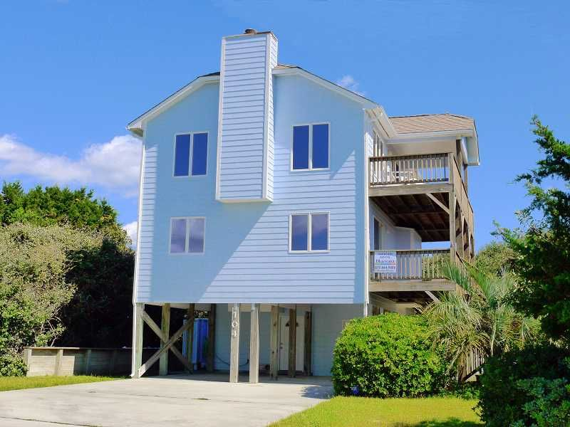A Beautiful View A 3 Bedroom Oceanview Rental House In Emerald Isle Part Of The Crystal Coast Of No Beach Vacation Rentals Real Estate Rentals Vacation Rental