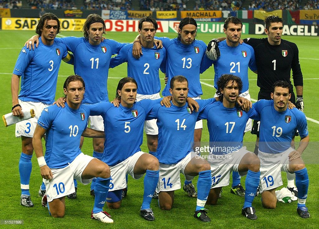 The Italian Team Poses Before Match 11 Group G Of The 2002 Fifa World Soccer Poses Italy World Cup World Cup Teams
