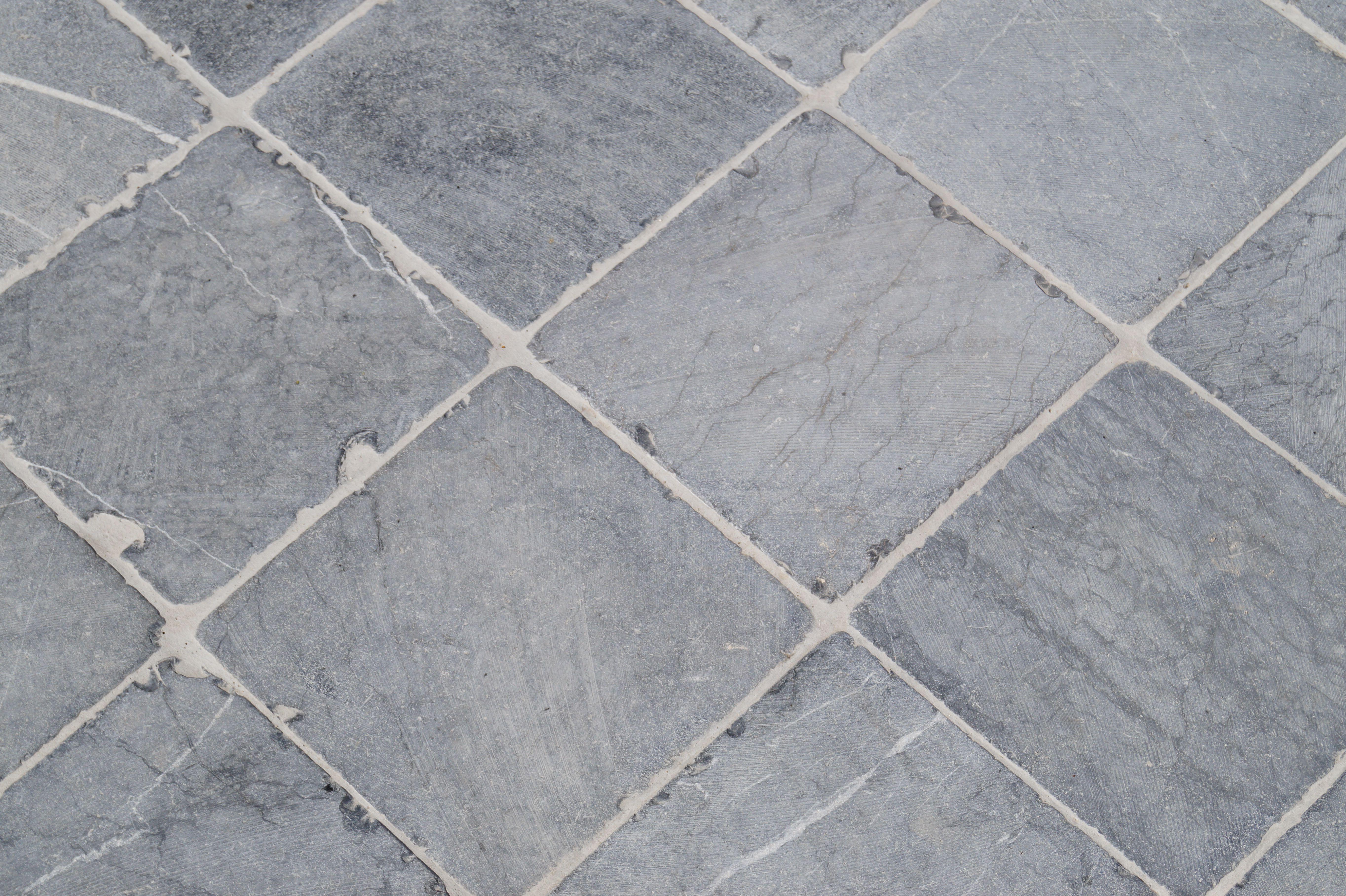 Blauwsteen Tegels 60x60.Terrastegels 20x20 Vietnamese Hardsteen Getrommeld In