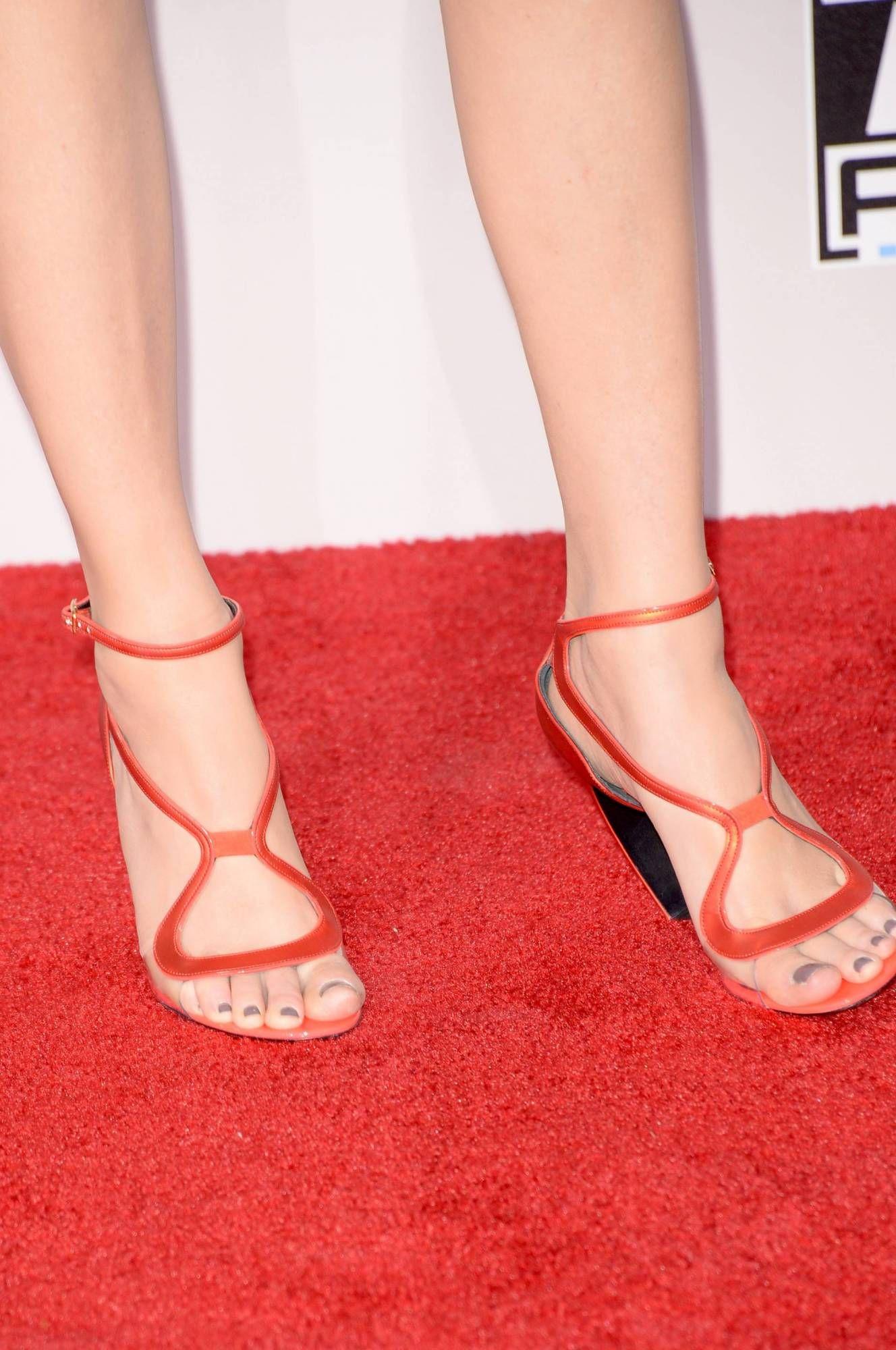 Elizabeth Banks Wikitoes Fashion High Heels Heels Beautiful Feet