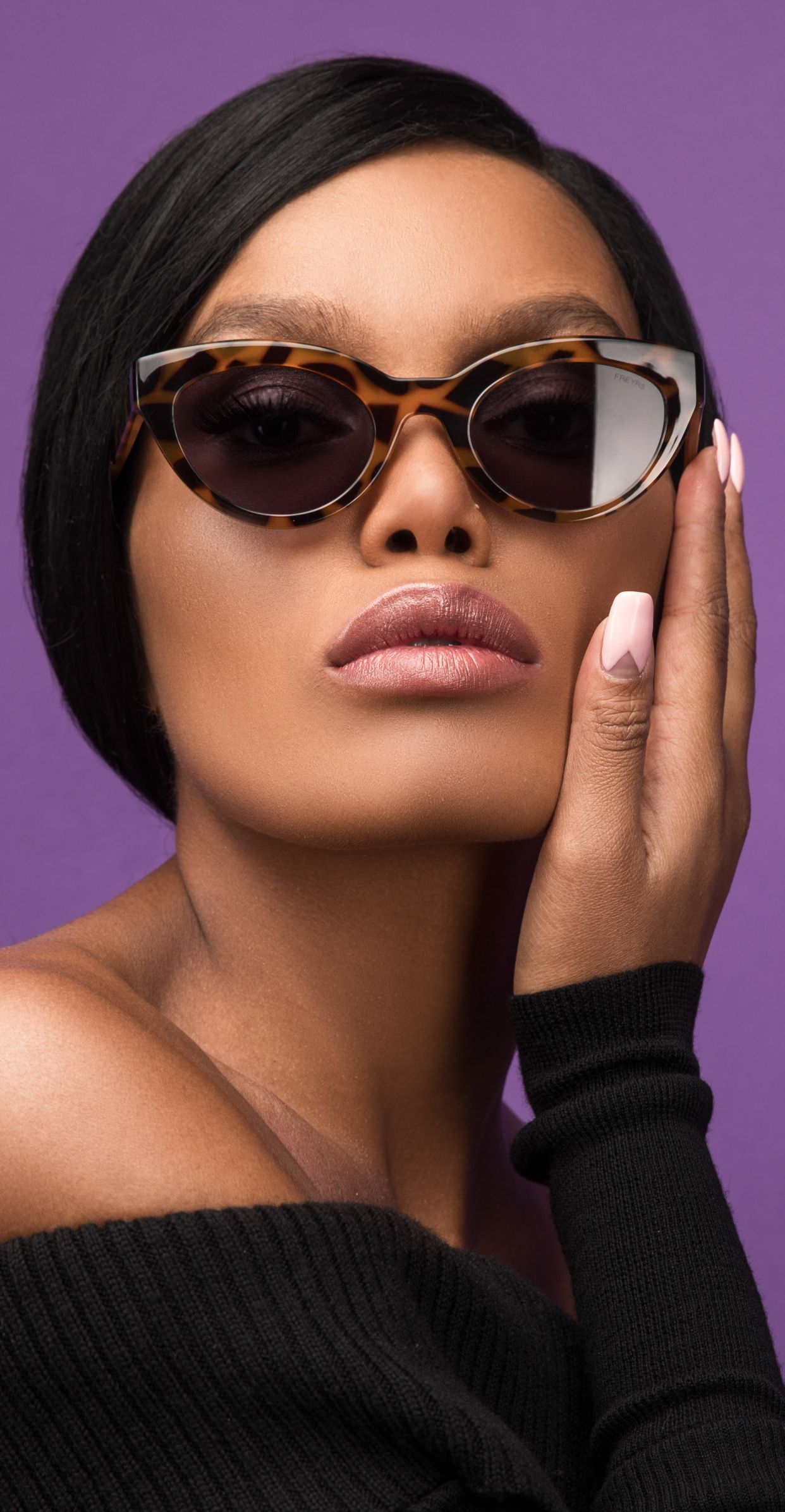 Sleek Retro Cat Eye Sunglasses