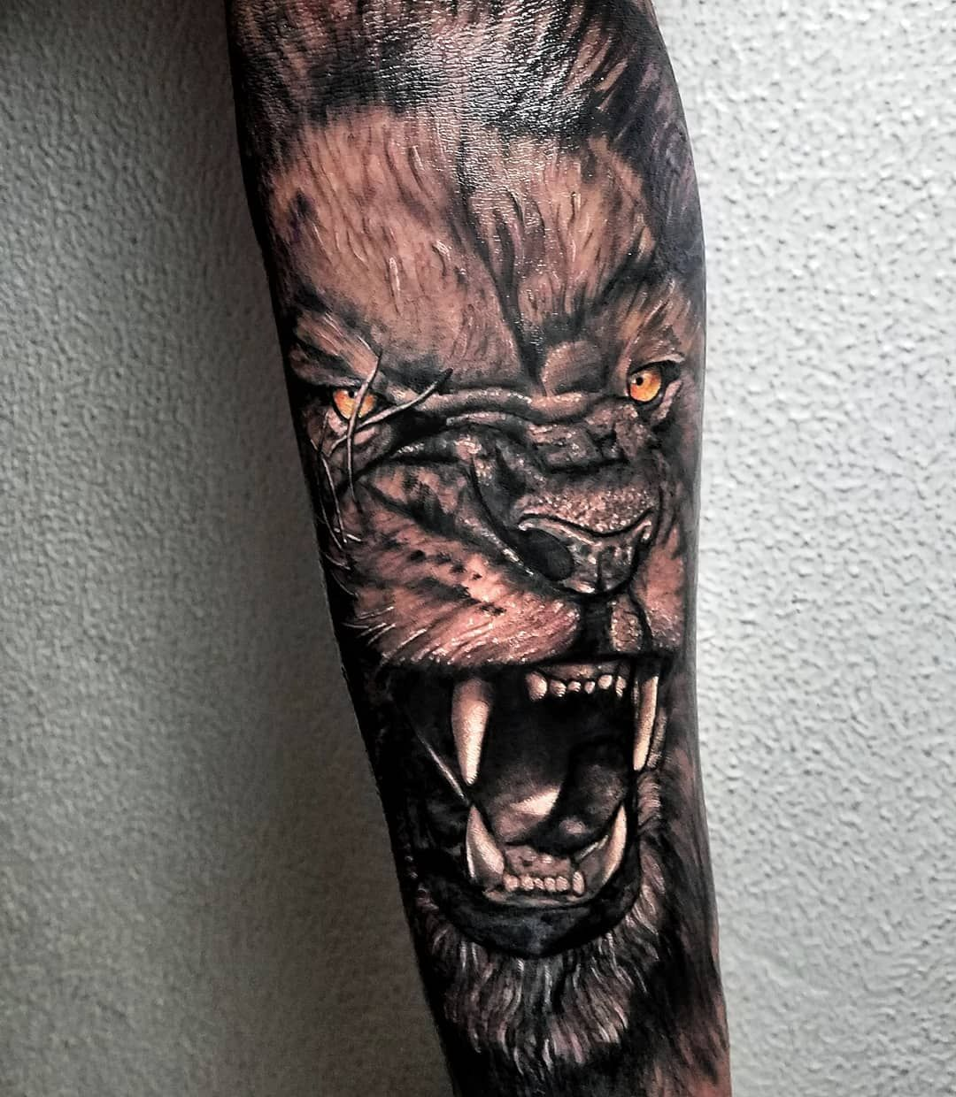Trabajo del día citas  cobertura (primera  sesión) disponible en: venezula  #lion #tattooleon #tattoomedusa #tattoorostro #tattoo #india #art #ink #tattooart #tattooink  #artink #tattoovenezula #tattooblack #tattoo #tatuaje #España #venezuelatattoo #Colombia #india #indiatattoo #blackfriday #balckandwhite